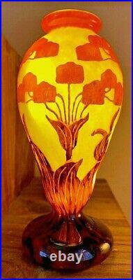 Vase signé le verre Français de Schneider (ou Charder sur certaines pièces)