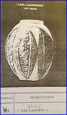Verlys, très joli vase en verre moulé pressé, modèle Les Lauriers